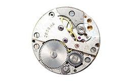 壊れた時計のムーブメント