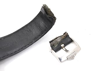 ベルトが壊れているタグホイヤーの腕時計