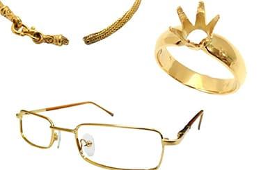 石の取れた指輪やちぎれたネックレスや金のメガネフレーム