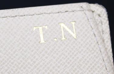ルイヴィトンの財布に刻印されたイニシャル