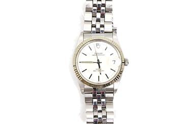 古いチュードルの腕時計