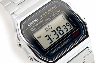 カシオのデジタルウォッチ腕時計