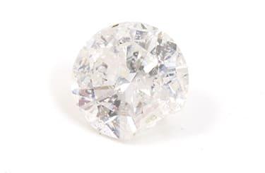 欠けがあり傷の多いダイヤモンド