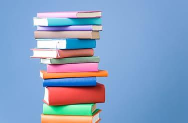 商品知識を示す大量の本