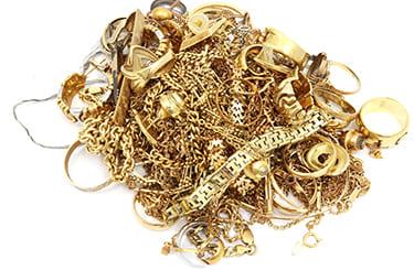 大量の金製品