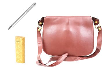 カルティエのバッグ・ボールペン・ライターなど買取アイテムが幅広い