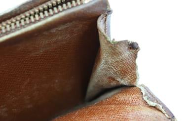 サイドの縫製が破れているルイヴィトン財布