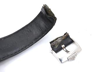 タグホイヤーのちぎれた革ベルト