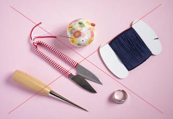 裁縫道具と×印