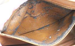 ポケットがベタついて剥がれたルイヴィトンバッグ