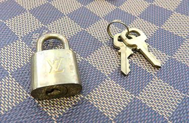 リベラのパドロックとキー