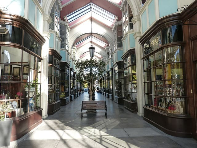 shopping-arcade-1214815_640