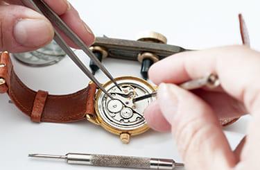 ルイヴィトン タンブール 1級時計技師と提携