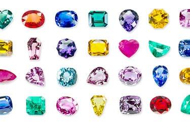 宝石は1点ずつ丁寧に査定
